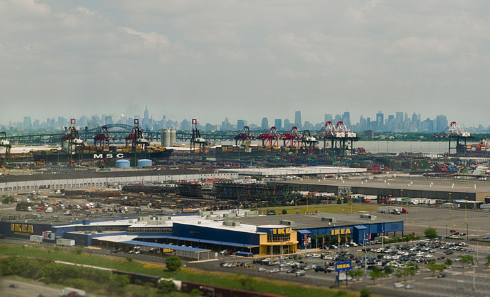 New York Skyline.. & Ikea on approach to Newark Airport EWR